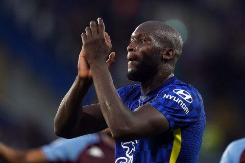 Romelu Lukaku de Chelsea applaudit les fans après le match de la Premier League à Stamford Bridge, Londres.  Photo date : samedi 11 septembre 2021.