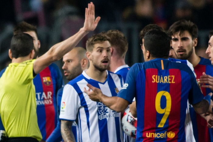 Luis Suarez argues with the Sociedad players