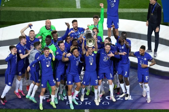 The Chelsea players celebrate with the trophy during the UEFA Champions League match at the Estadio do Dragao, Porto