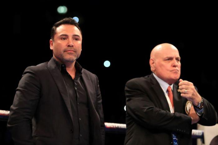 De La Hoya raises money for foundation