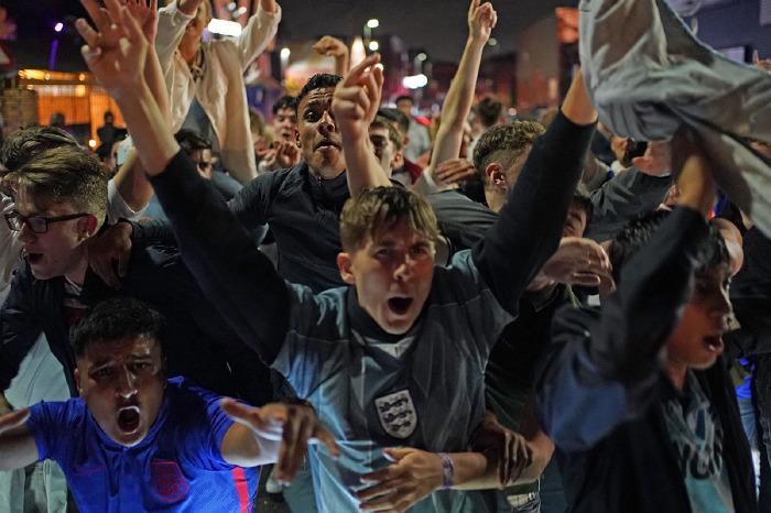 England fans celebrate won over Denmark