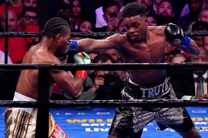 Errol Spence Jr lands a right hook on Shawn Porter during their fight in 2019