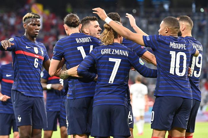 France beat Germany 1-0
