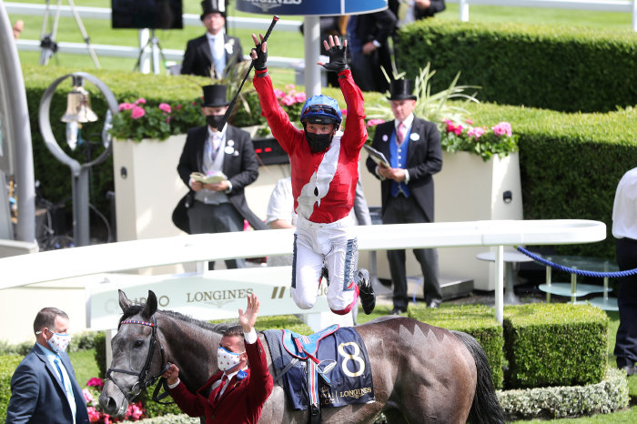 Frankie Dettori leaps from Indie Angel