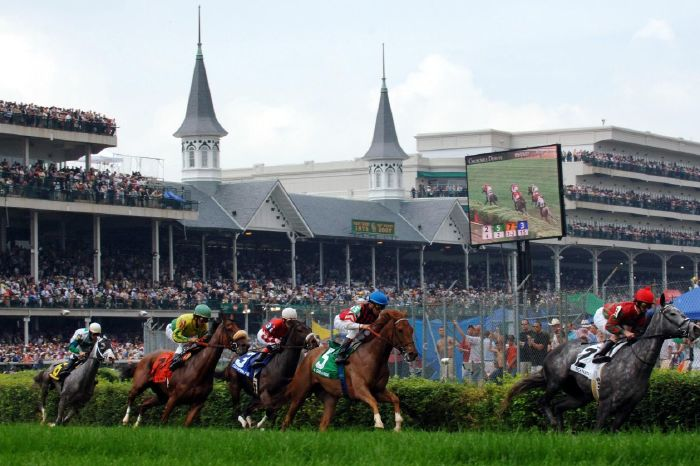 A race run is before the arrival of Britain's Queen Elizabeth II at the Kentucky Derby meeting at Churchill Downs
