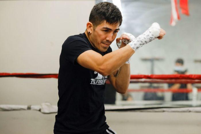 Leo Santa Cruz is bidding to become a five-division world champion