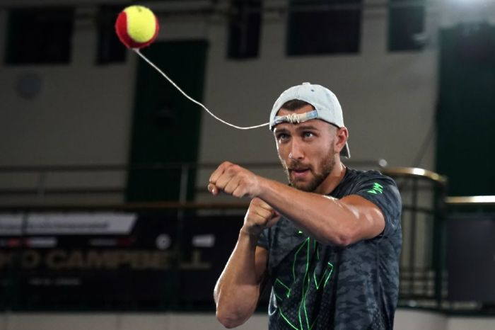 Lomachenko is looking to continue his winning streak against Teofimo Loepz