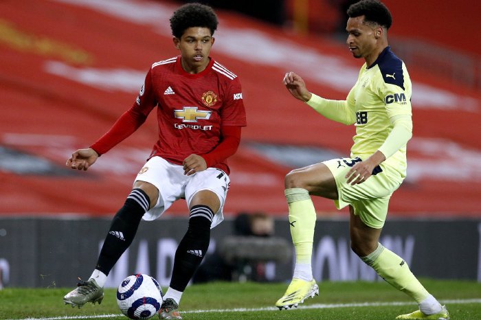 Manchester United's Shola Shoretire and Newcastle's Jacob Murphy