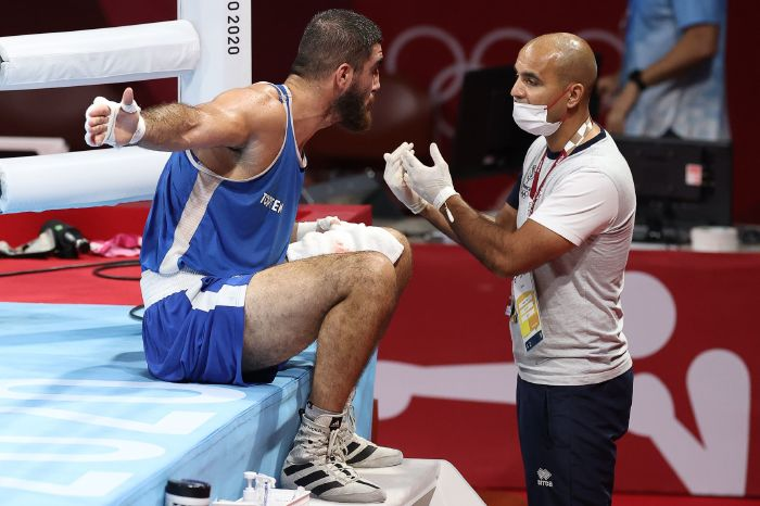 Frazer Clarke guaranteed medal after opponent gets disqualified
