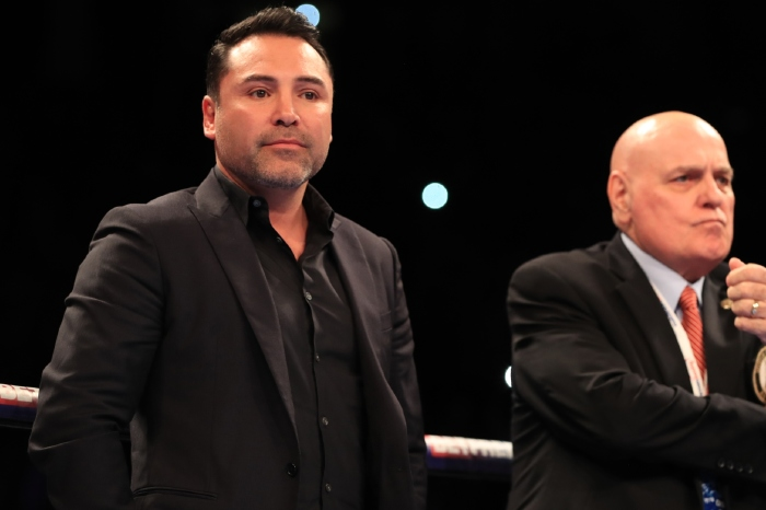Oscar De La Hoya has apologised for his drunken appearance at Jake Paul's victory over Ben Askren