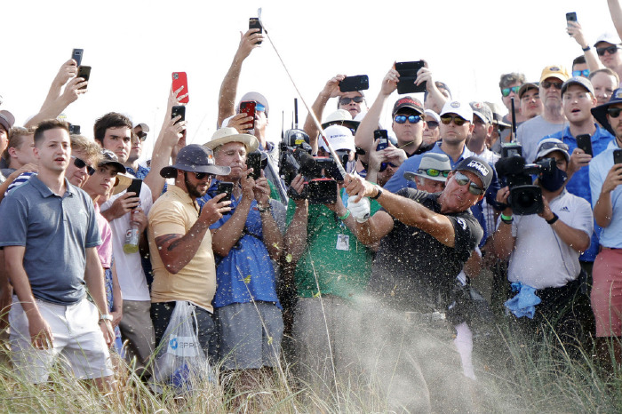 The fans loved Mickelson's triumph.