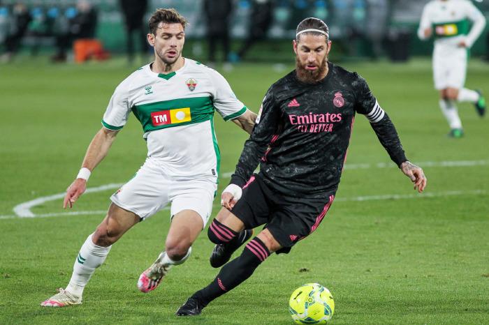 Sergio Ramos battles with Elche, 2021