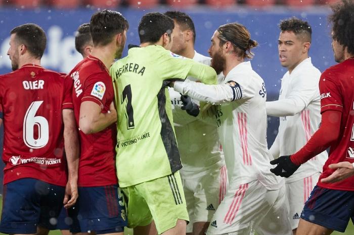 Sergio Ramos battles with Osasuna players
