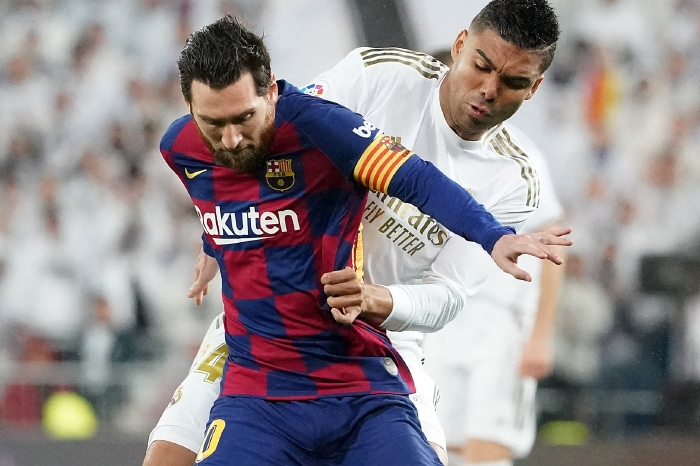 Messi battles with Casemiro
