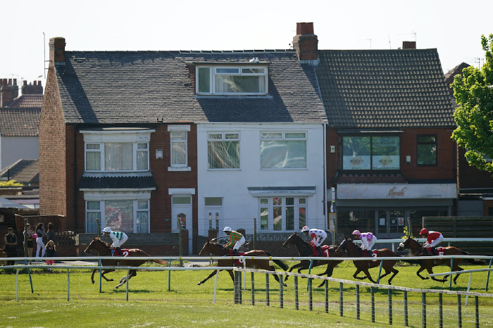 racing-tips-betting-yarmouth-fontwell-redcar-horse-racing
