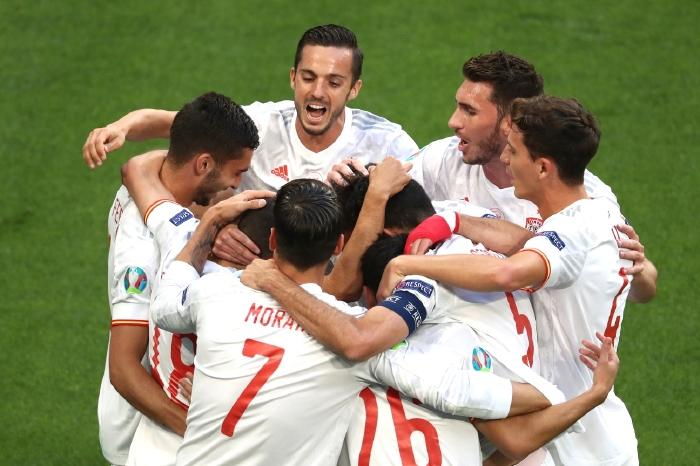 Spain soar past Switzerland after shootout