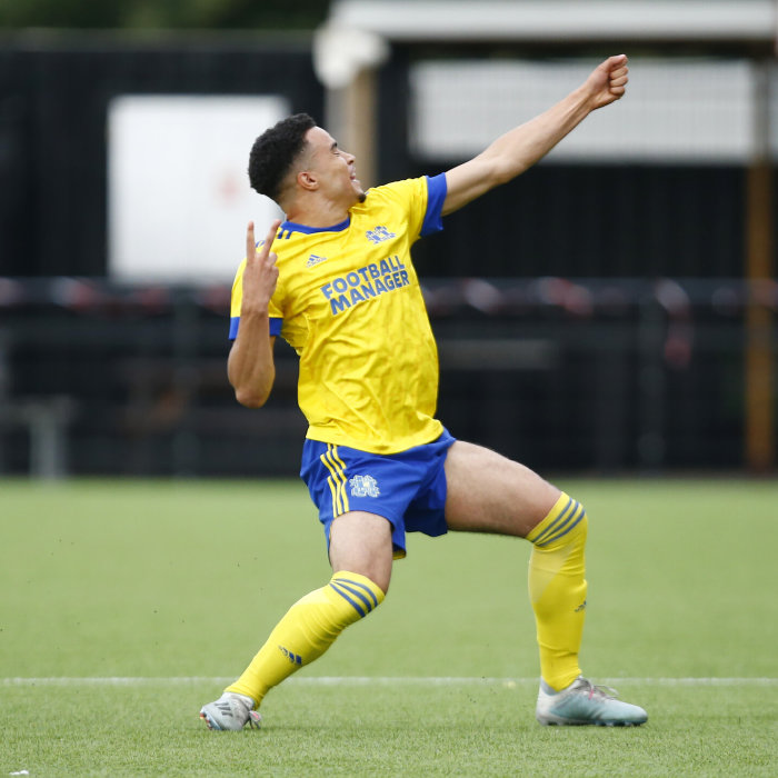 Toby Aromolaran scores late against Braintree in the second qualifying round of the FA Cup