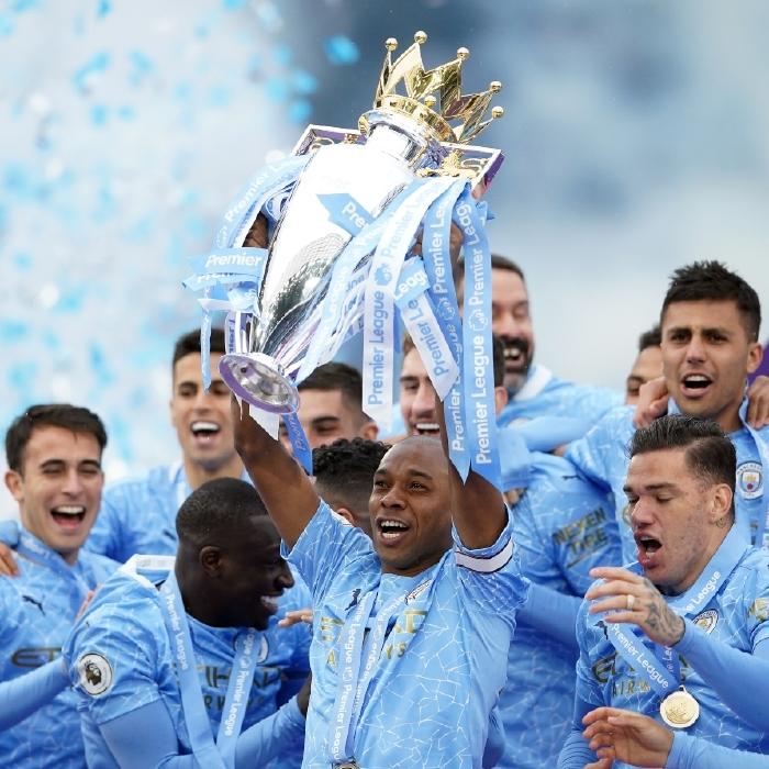 Fernandinho lifts the 2020/21 Premier League trophy