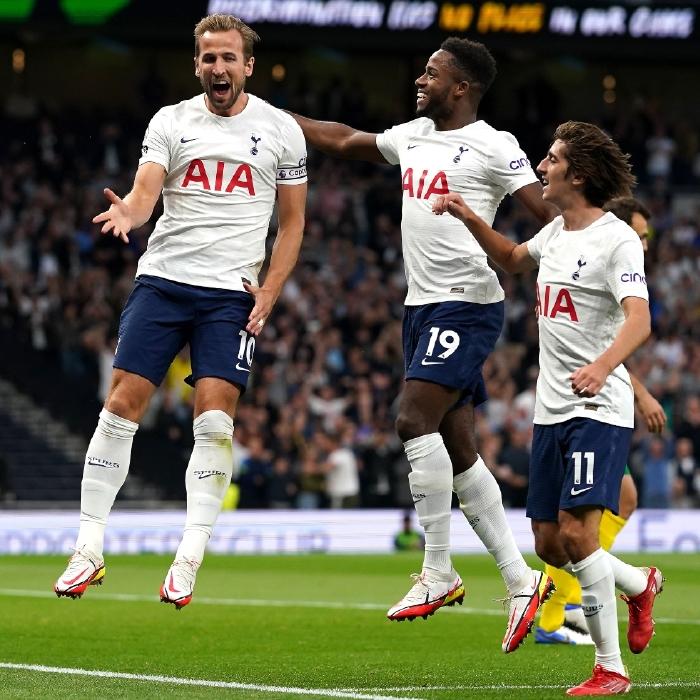 Harry Kane celebrates against Pacos de Ferreira