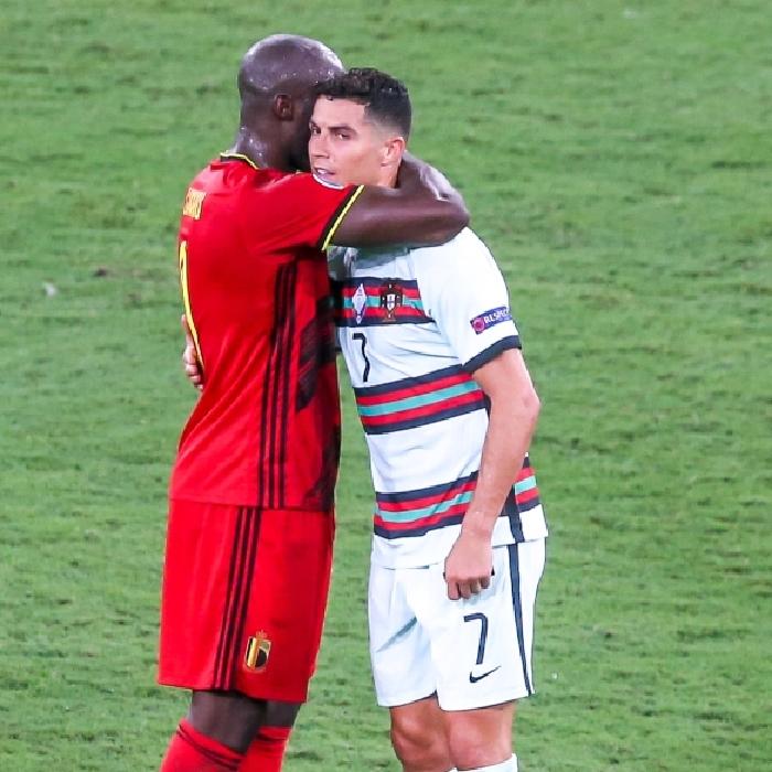 Romelu Lukaku embraces Cristiano Ronaldo at the final whistle