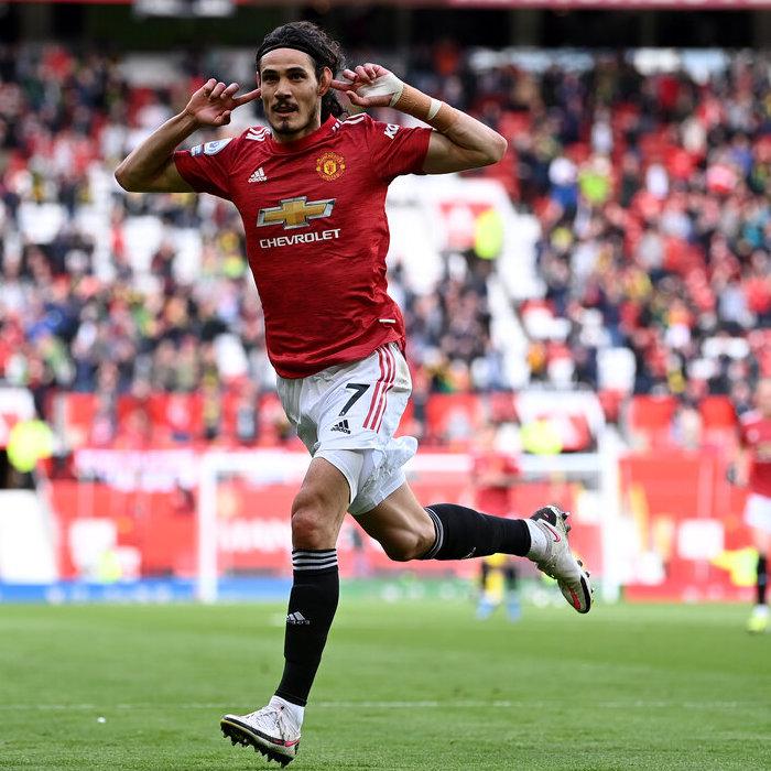 Manchester United's Edinson Cavani celebrates scoring their side's first goal against Fulham
